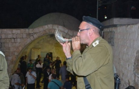 אלפי מתפללים בתפילת  סליחות על קבר יוסף