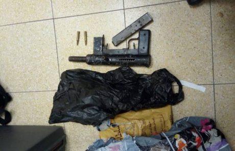 תושב עזריה נעצר  בפשיטת המשטרה כשבידיו נשק מסוג קרלו