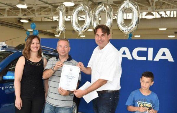 שרון בבלי מאריאל הוא הזוכה ה-1000 של דאצ'יה