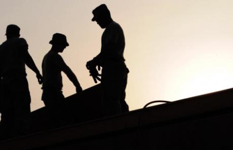 להתחיל בתהליך שחרור הדרגתי של מקומות עבודה בהקדם האפשרי