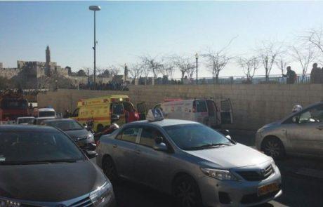 שלושה פצועים בפיגוע דקירה בירושלים