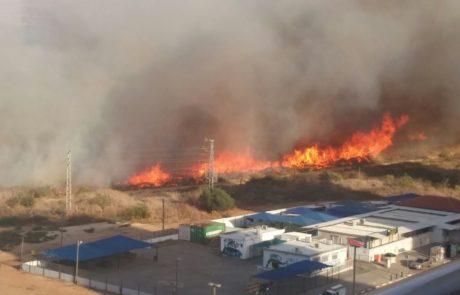 שריפה משתוללת בא.ת. סגולה בפתח תקווה