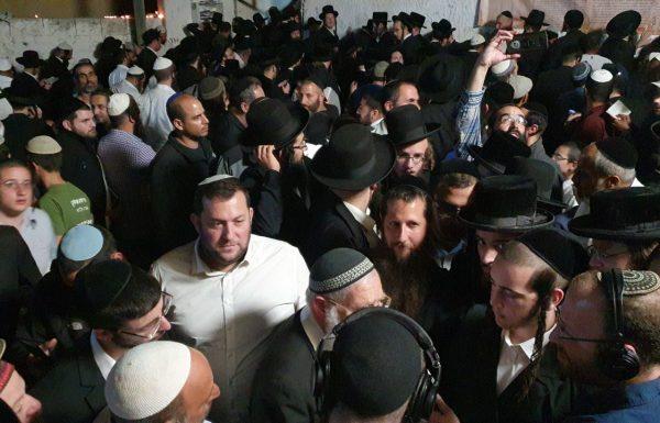 עשרות בני אדם נכנסו הלילה לקברו של יהושע בן נון