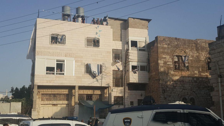 פלסטינים הגישו עתירה לפינוי בית המכפלה