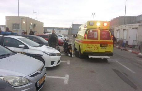 פיגוע דקירה במעבר קלנדיה חיילת נפצעה קל