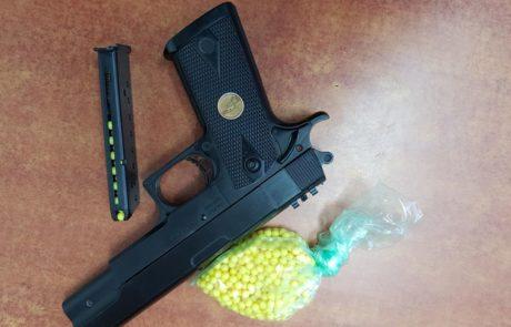 ירו במורה באמצעות אקדח פלסטיק המורה נפגעה קל