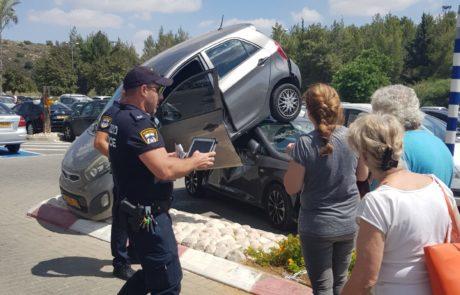 מכוניות מתנגשות? תאונה חסרת היגיון בקניון אריאל