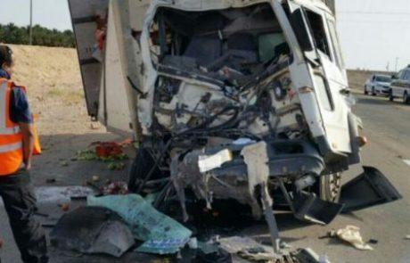 תאונה בכביש הערבה בין משאית לאוטובוס