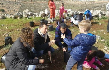 ילדים גילו סכין  בת 10,000 שנה עדות להתיישבות בשומרון בתקופת האבן