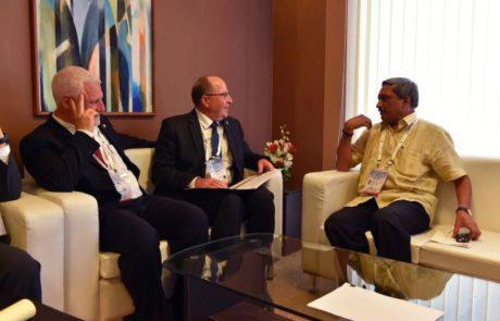 שר הביטחון נפגש עם שר ההגנה ההודי