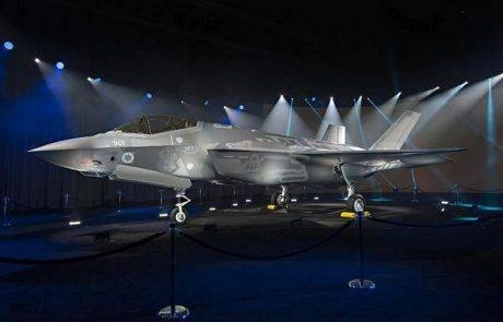 השבוע -טקס גלילת מטוס F-35 הישראלי הראשון