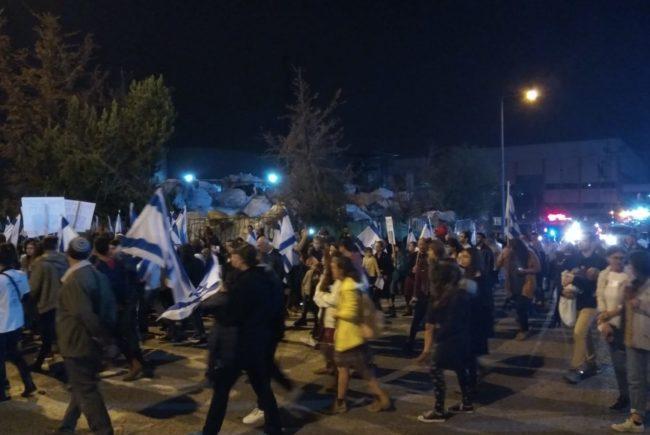 מאות הגיעו לזכור את קים וזיו במקום בו נרצחו