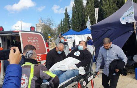 ראש המועצה האזורית שומרון התעלף באוהל המחאה