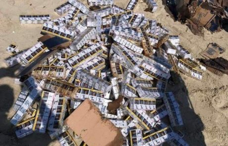 חוף מעשן : מאות חפיסות סיגריות נפלטו לחוף אולגה