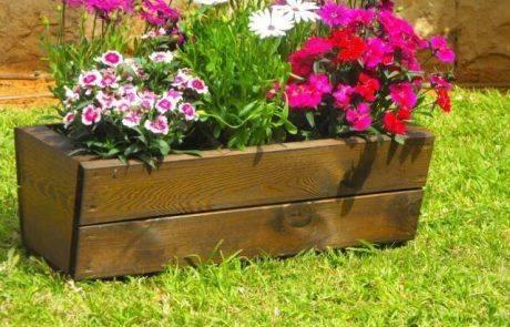 טיפים לעיצוב הגינה בעזרת אדניות עץ