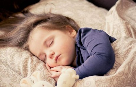 בתוך כשעה  שני תינוקות אותרו ללא הכרה במהלך השינה