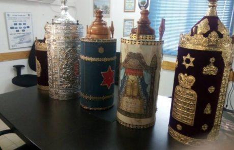 חמישה ספרי תורה הוחזרו לידיים יהודיות