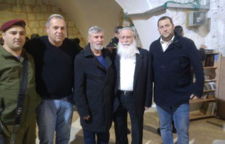 הוריו של דרור חנין נכנסו הלילה לקבר יוסף