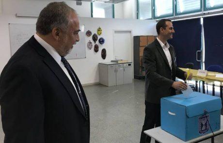 ליברמן פתח את הבוקר בקלפי באריאל
