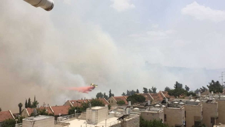 הושגה שליטה על שריפת הענק בשכונת רמות בירושלים