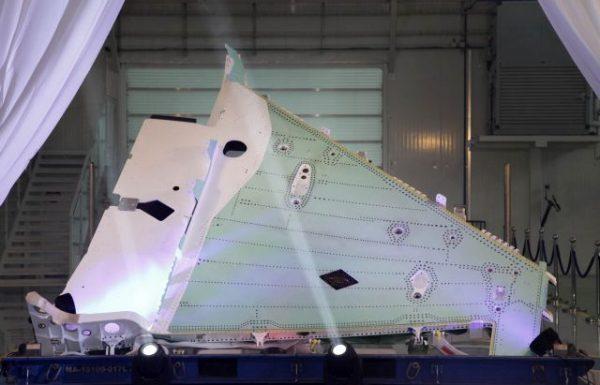 התעשייה האווירית מסרה את הכנף ה-100 של מטוס הקרב f-35 ללוקהיד מרטין