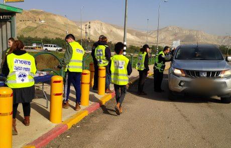תחילתה של מסורת משטרתית? שוטרים חילקו מארזי חג לנהגים בבקעה