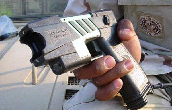 שוטרי סיור הורשעו בשימוש באקדח הטייזר