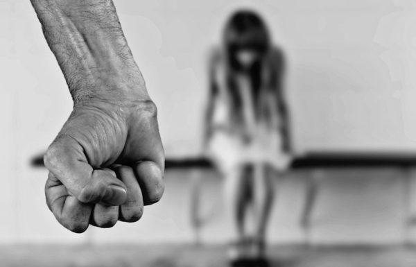 שתי אחיות עברו  התעללות פיזית מצד אביהן והתעללות מינית מצד אחיהן