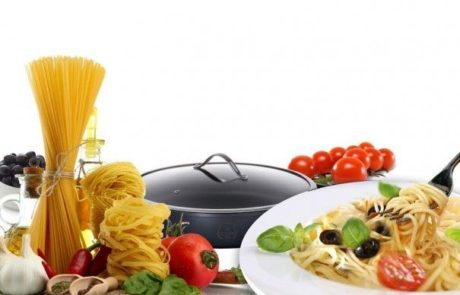 ארוחת ספגטי, עגבניות שרי ועשבי תיבול, בסיר אחד